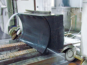 Wire saw machine cutting granite slab